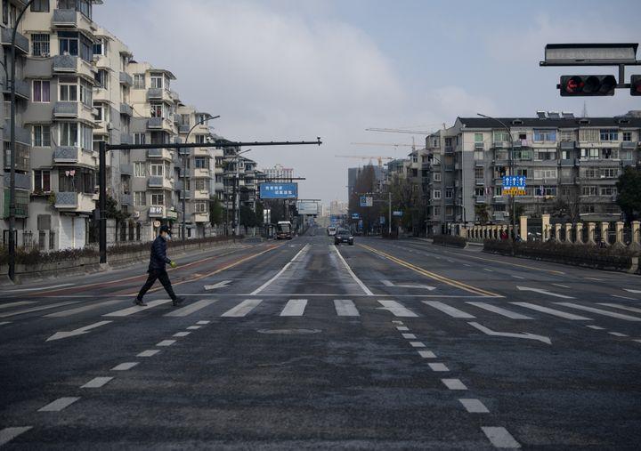 Une rue de Hangzhou (Chine), près du siège du groupe Alibaba, mercredi 5 février 2020. (NOEL CELIS / AFP)