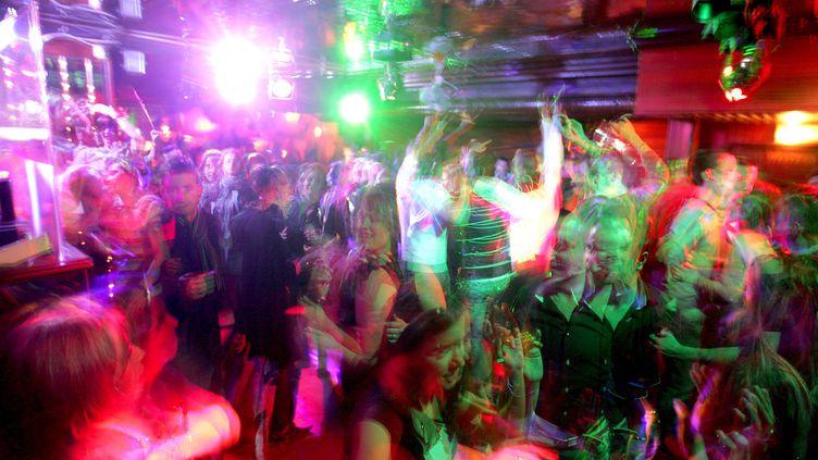 Respecter 4 mètres de distanciation sociale en discothèqueparaît bienmission impossible (photo d'illustration). (FRANCOIS DESTOC / MAXPPP)