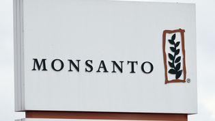 Le logo de l'entreprise Monsanto, sur son site près d'Antwerp (Belgique). (JOHN THYS / AFP)