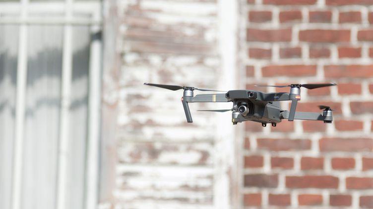 Toujours plus petits et plus difficiles à intercepter, les drones sont devenus un casse-tête pour le personnel pénitentiaire. (MAXPPP)