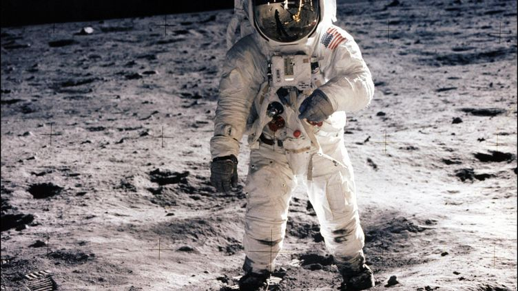 L'astronaute Buzz Aldrin marchant sur la surface de la Lune pendant une sortie extravéhiculaire au cours de la mission Apollo 11. (NASA / AFP)