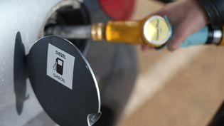 Le diesel, porté par son avantage fiscal, reste le carburant le plus consommé en France. (THOMAS SAMSON / AFP)