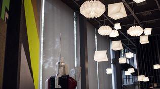 Lampes IN-EI de Issey Miyake installées à la Fondation Cartier dans le cadre du 30e anniversaire  (Thomas Salva / Lumento)