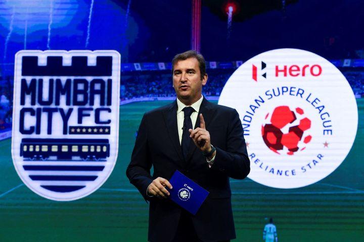 Ferran Soriano, directeur général de Manchester City et patron du City Football Group, lors du rachat du Mumbai City FC en 2019. (INDRANIL MUKHERJEE / AFP)