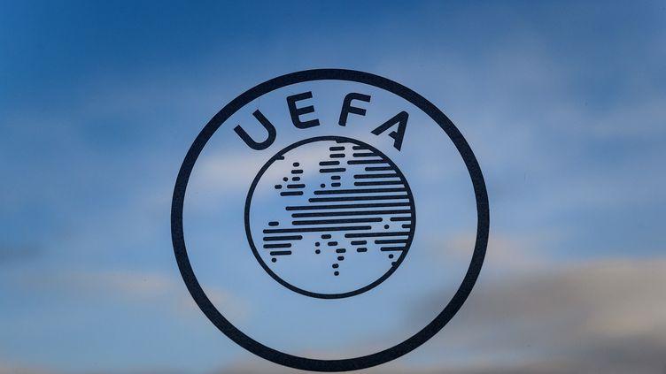 Le logo de l'UEFA. (FABRICE COFFRINI / AFP)