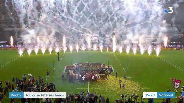 Rugby : les joueurs du Stade Toulousain accueillis en héros par leurs supporters