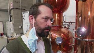 Strasbourg : une distillerie artisanale produit des alcools locaux (FRANCE 2)