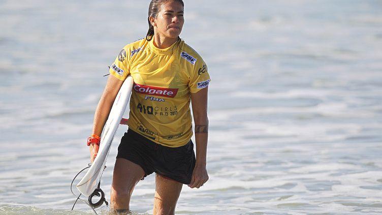La surfeuse Silvana Lima lors d'une compétition à Rio de Janeiro (Brésil), en mai 2013. (WAGNER MEIER / AGIF / AFP)