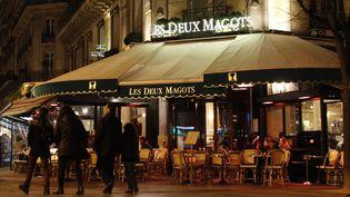 """La célèbre brasserie """"Les Deux Magots"""" : quartier Saint-Germain-des-Près à Paris  (LUDOVIC MARIN / AFP)"""