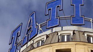 Le logo TATI sur le toit du magasin du quartier Barbès à Paris. (JOEL SAGET / AFP)