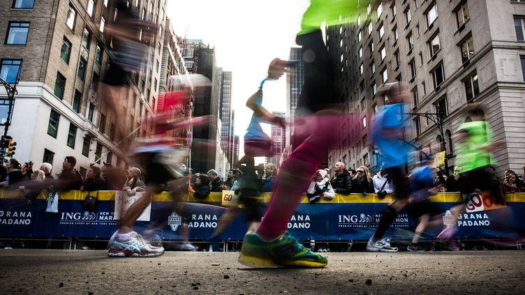 Des participants au marathon de New York (Etats-Unis), le 3 novembre 2013. (ANDREW BURTON / GETTY IMAGES NORTH AMERICA / AFP)