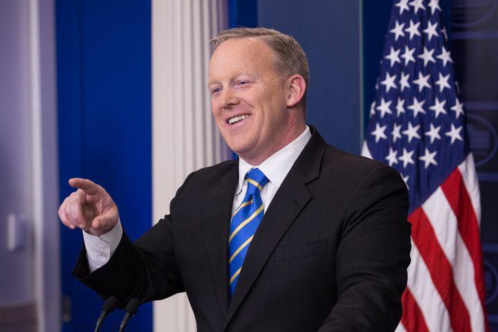 Le porte-parole de la présidence, Sean Spicer, lors d'une conférence de presse à la Maison Blanche, à Washington, mardi 24 janvier 2017. (CHERISS MAY / NURPHOTO / AFP)