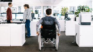 L'accessibilité des lieux, des salles de spectacles ou des transports, bien souvent un parcours du combattant pour les personnes handicapées (ROBERT SCHLESINGER / PICTURE ALLIANCE / AFP)
