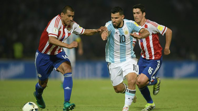 Sergio Agüero n'a rien pu faire face au Paraguay de Paulo Da Silva (JUAN MABROMATA / AFP)