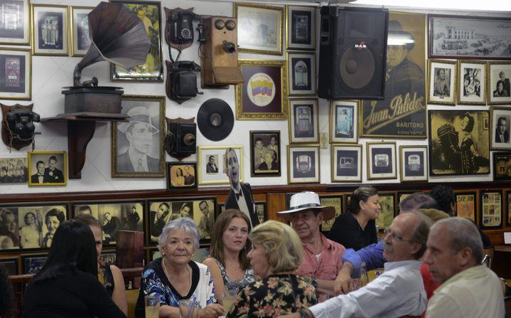Le bar à tango Malaga Salon à Medellin, juillet 2015  (RAUL ARBOLEDA / AFP)