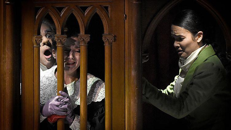 Philippe Talbot (Comte Ory), Julie Fuchs, Gaëlle Arquez dans le Comte Ory  (Vincent Pontet/Opéra Comique)