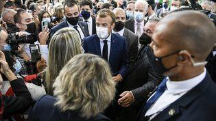 Emmanuel Macron est en visite auSalon international de la restauration, de l'hôtellerie et de l'alimentation à Chassieu (Rhône), le 27 septembre 2021. (MAXPPP)