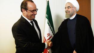 Le président français François Hollande rencontre avec sonhomologue iranien Hassan Rohani à l'Onu, le 27 septembre 2015 à New York. (ALAIN JOCARD / AFP)