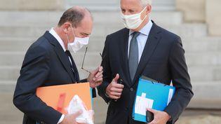Le Premier ministre, Jean Castex, et le ministre de l'Economie, Bruno Le Maire, dans la cour de l'Elysée, à Paris, le 26 août 2020. (LUDOVIC MARIN / AFP)
