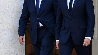 Le président Emmanuel Macron et le ministre de l'Intérieur Gérard Collomb au Vatican, le 26 juin 2018. (ALBERTO PIZZOLI / AFP)