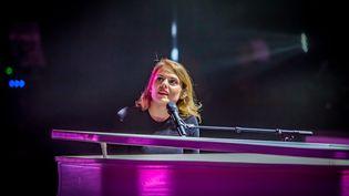 La chanteuse Coeur de pirate sur scène à Nîmes (Gard) le 3 octobre 2018 (JEAN CLAUDE AZRIA / MAXPPP)