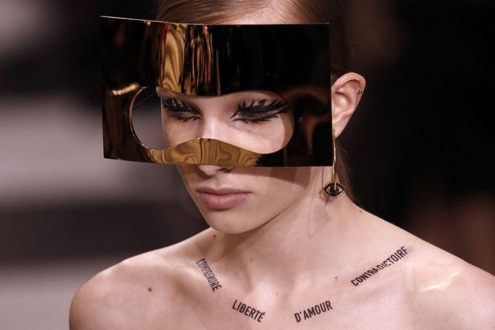 Dior haute couture printemps-été 2018 à Paris, janvier 2018 : masques de Stephen Jones  (FRANCOIS GUILLOT / AFP)