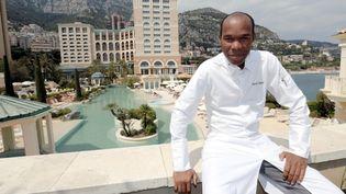 Le chef Marcel Ravin pose au Monte-Carlo Bay Hotel & Resort, le 5 mai 2016, à Monaco. (MAXPPP)