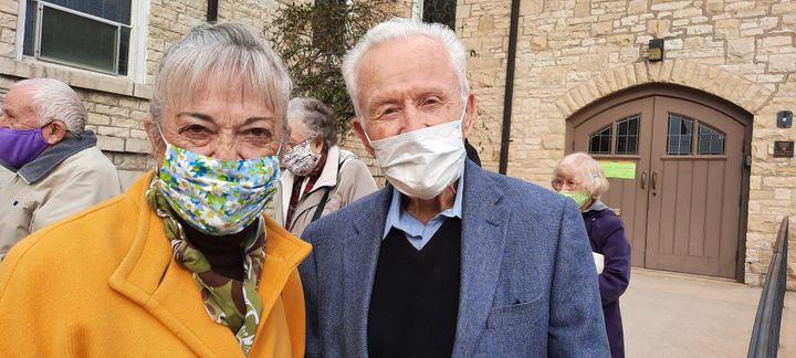 Andrea, 82 ans, et Anthony, 90 ans, un couple pro-Trump qui se rend à la First Presbyterian Church de Waukesha, dans le Wisconsin. (BENJAMIN  ILLY / RADIO FRANCE)