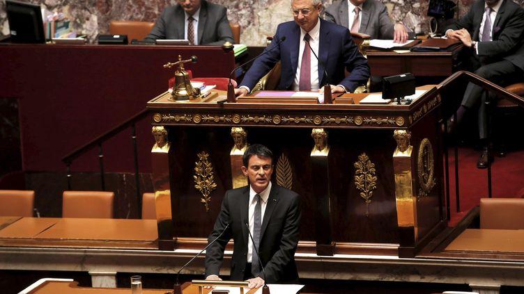 Le 5 juillet 2016, le Premier ministre de l'époque, Manuel Valls,active l'article 49-3 pour la loi travail à l'Assemblée nationale lors d'une cession extraordinaire. (OLIVIER CORSAN / MAXPPP)