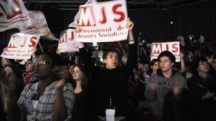 Des militants du MJS lors d'un concert organisé par le Parti socialiste, le 22 mars 2009. (STEPHANE DE SAKUTIN / AFP)