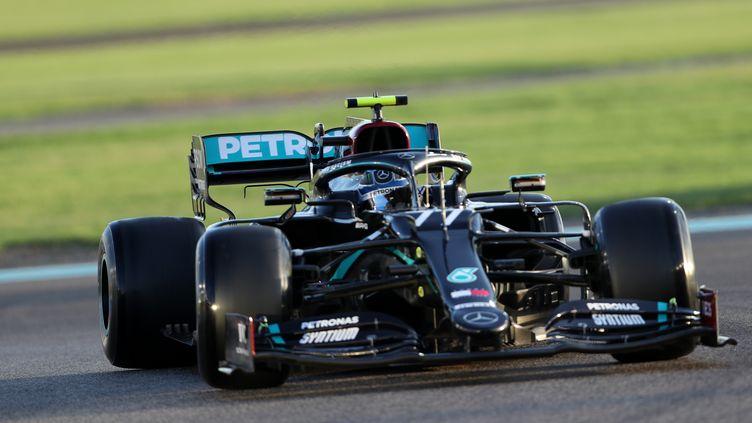 Valtteri Bottas au volant de la Mercedes à Abu Dhabi (KAMRAN JEBREILI / POOL)