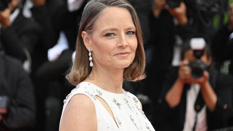Jodie Foster lors de la cérémonie d'ouverture de la 74e édition du Festival de Cannes, le 6 juillet 2021. (JOHN MACDOUGALL / AFP)