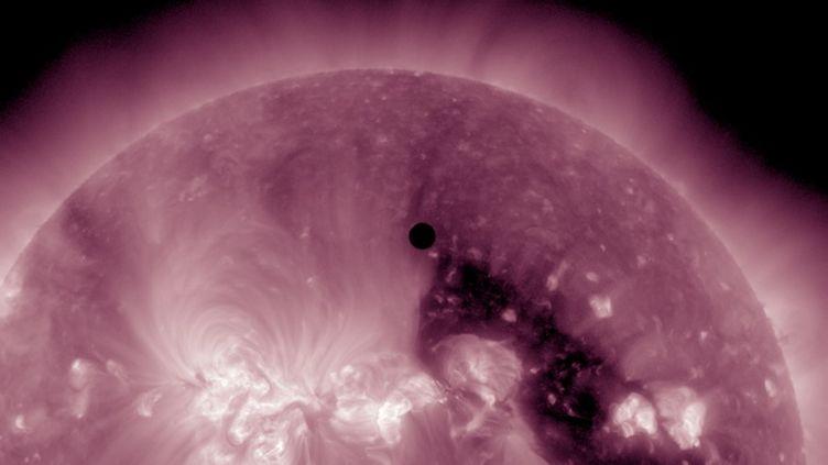 A l'observatoire Ciudad de Mexico (Mexique), on a pris des photos impressionnantes, le 5 juin 2012. (ESPECIAL / NOTIMEX)