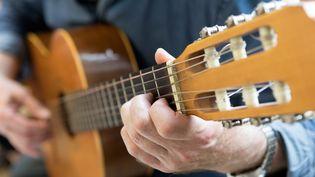 """Les musiques """"tristes"""" sont de moins en moins nombreuses depuis 2010, selon une étude. (ANDREAS FRANKE / PICTURE ALLIANCE / AFP)"""