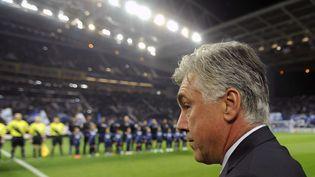 Carlo Ancelotti, l'entraîneur du PSG, lors du match de Ligue des champions perdu à Porto (Portugal), le 3 octobre 2012. (PAULO DUARTE / AP / SIPA)