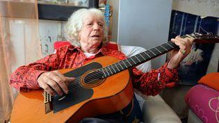 Le guitariste de flamenco Manitas de Plata, chez lui à La Grande Motte (Hérault), le 5 août 2011. (PASCAL GUYOT / AFP)