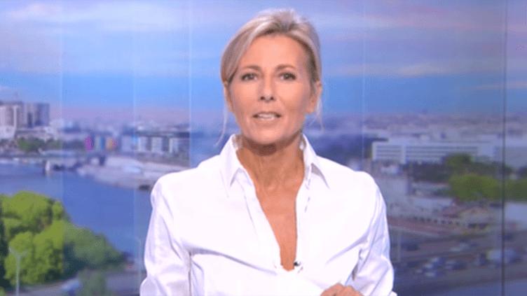 (Capture d'écran : Claire Chazal au cours de son dernier journal de 20h © TF1)