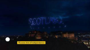 Dans le ciel d'Edimbourg (Ecosse) le soir du31 décembre 2020 (FRANCEINFO)