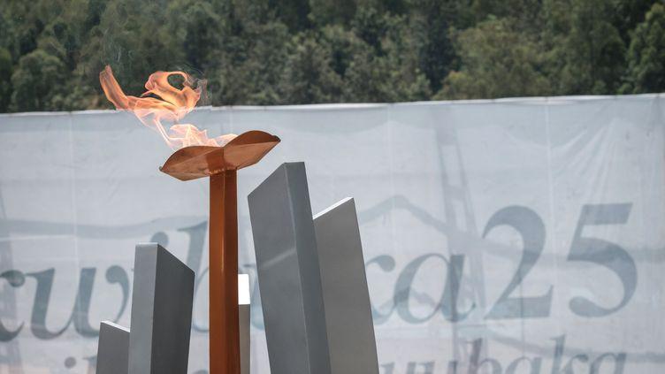 La flamme du souvenir à l'occasion de la commémoration du génocide de 1994 au mémorial de Kigali, au Rwanda. (YASUYOSHI CHIBA / AFP)