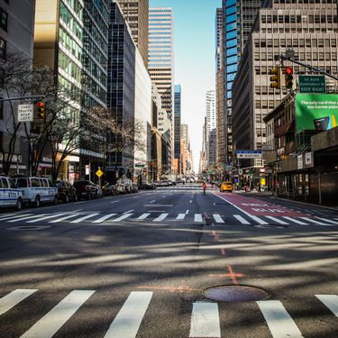 Les rues de Manhattan sont désertes en raison du confinement, le 24 mars 2020, à New York (Etats-Unis). (VANESSA CARVALHO / BRAZIL PHOTO PRESS / AFP)
