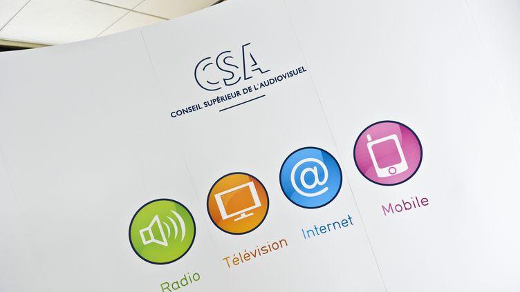 Le logo du Conseil supérieur de l'audiovisuel lors d'une conférence de presse à Paris, le 16 novembre 2012. (CHRISTOPHE MORIN / MAXPPP)