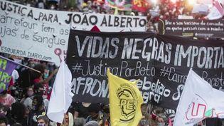 Brésil : les supermarchés Carrefour pris pour cible après la mort d'un homme d'un homme noir (FRANCE 2)