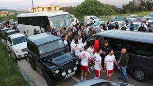 Le match de barrage entre l'AC Ajaccio et Le Havre a été reporté vendredi soir par le préfet après que le bus des joueurs normands a été bloqué et caillassé par des supportersajacciens aux abords du stade. (JEAN-PIERRE BELZIT / MAXPPP)