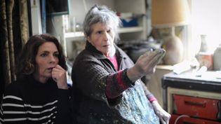 Elizabeth Bourgine (à droite) décide de raconter l'histoire de sa cousine peintre Micheline Masse (France 3 Grand Ouest)