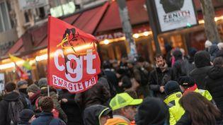 Des manifestants dans le cortège parisien de la mobilisation contre la réforme des retraites, mardi 17 décembre 2019. (SAMUEL BOIVIN / NURPHOTO / AFP)