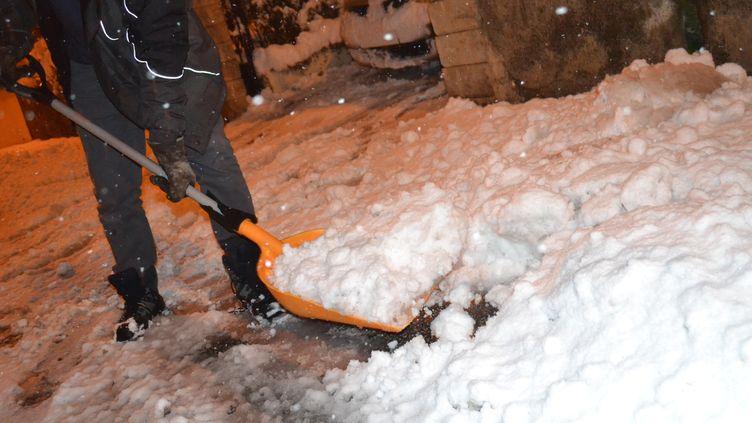 La neige est tombée abondamment, près de Saint-Etienne (Loire), le 15 novembre 2019. (SYLVAIN THIZY / AFP)