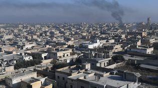 Une ville après un bombardement de l'armée syrienne dans le nord-ouest de la province d'Idleb (Syrie), le 24 décembre 2019. (MIKHAIL VOSKRESENSKIY / SPUTNIK / AFP)
