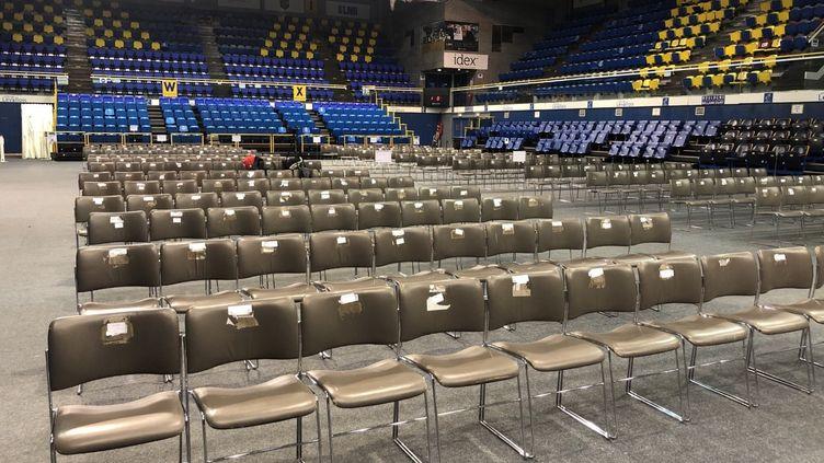 Le Palais des Sports de Levallois transformé en église, le 23 décembre 2020. (JUSTINE HAGARD / RADIO FRANCE)
