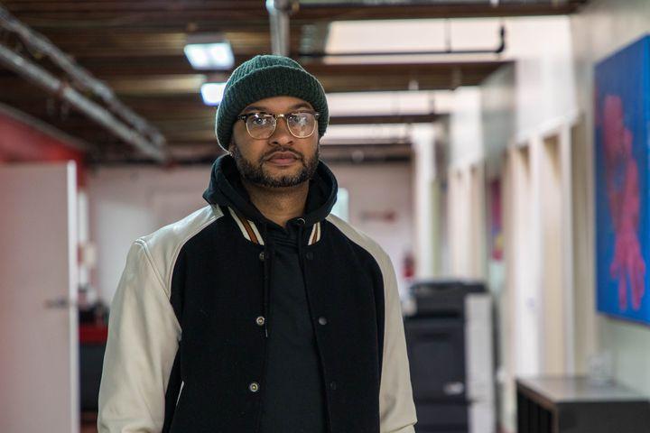 Panama Jackson, dans l'espace de coworking où il travaille,à Washington (Etats-Unis), le 25 octobre 2018. (VALENTINE PASQUESOONE / FRANCEINFO)