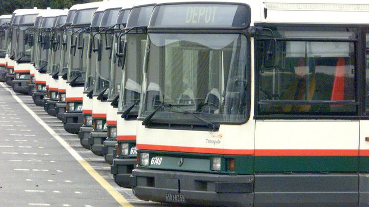 """A Lille, aucun bus ne circulait sur le réseau """"urbain"""" et 17% des salariés Transpole étaient en grève, selon l'entreprise. (DENIS CHARLET / AFP)"""
